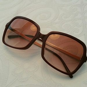 Authentuc Burberry sunglasses